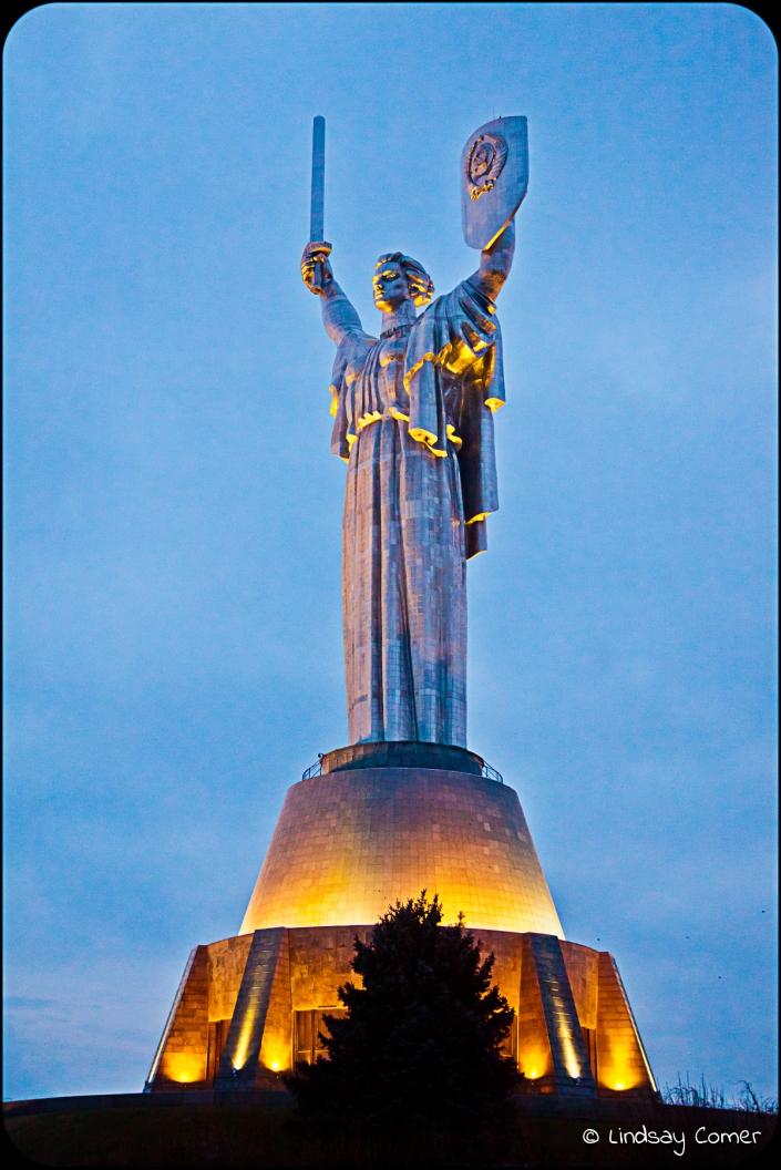 """""""Motherland"""" statue."""