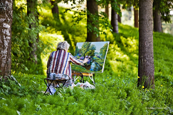 the woman painting at Pavlovsk Park.