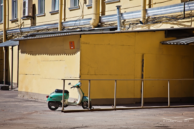scooter in a dvor off ulitsa Gorokhovaya.