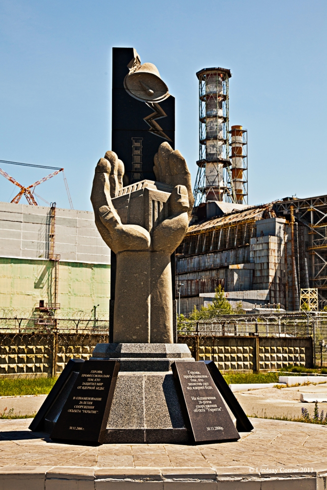 monument in front of the Reaktor.