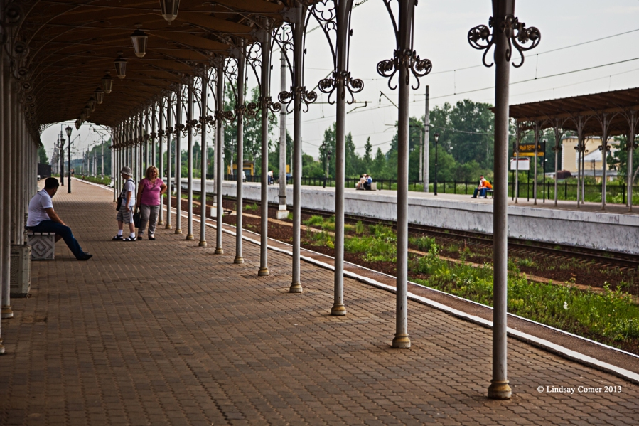 train platform - Novyy Petergof (New Peterhof).