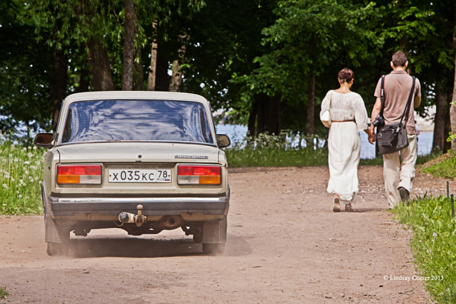 by far my favorite picture from Peterhof - the couple walking next to an iconic old Lada.